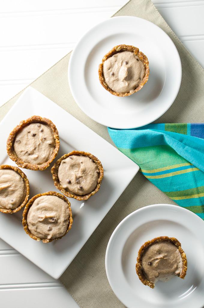 mini raw banana cream pies with peanut butter crust   VeggiePrimer.com