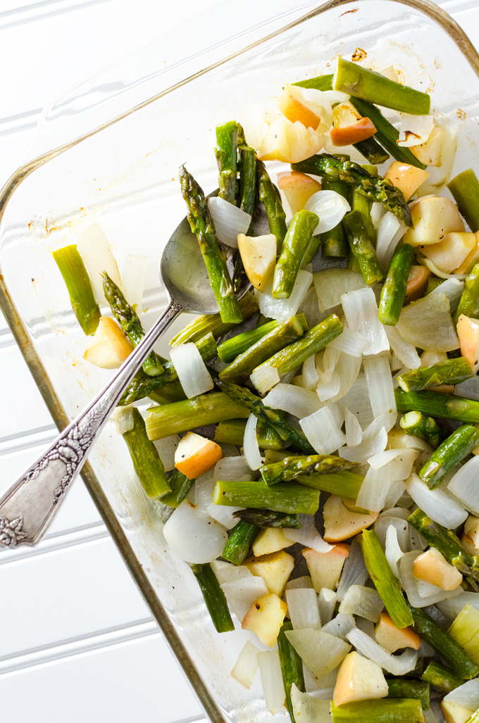 Simple Roasted Asparagus with Apple & Onion - this simple vegan and ...