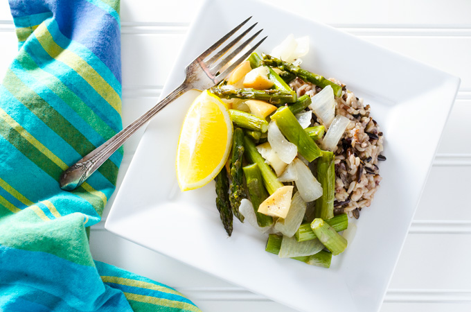 Simple Roasted Asparagus with Apple & Onion - this simple vegan and gluten-free recipe mixes the earthy taste of asparagus with the sweet flavors of apple and onion. It makes a great side dish or serve it on a bed of brown rice for a complete meal! | VeggiePrimer.com