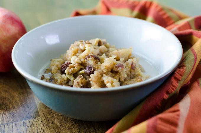 Delicious vegan and gluten-free instant pot apple cinnamon quinoa porridge recipe